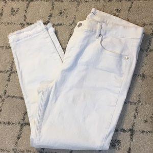 White Loft Jeans with Slim Pockets and Frayed Hem